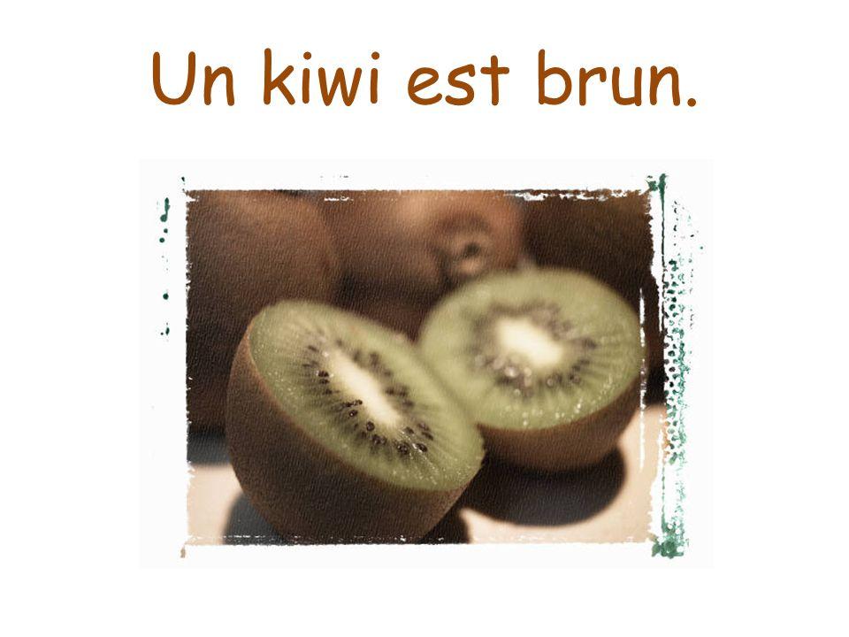 Un kiwi est brun.