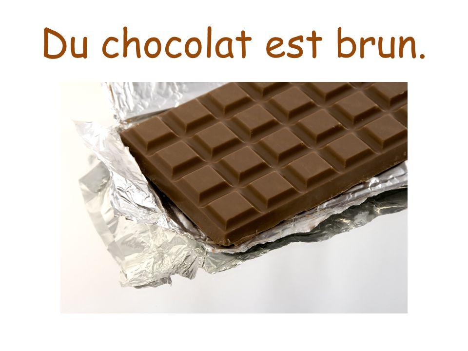 Du chocolat est brun.