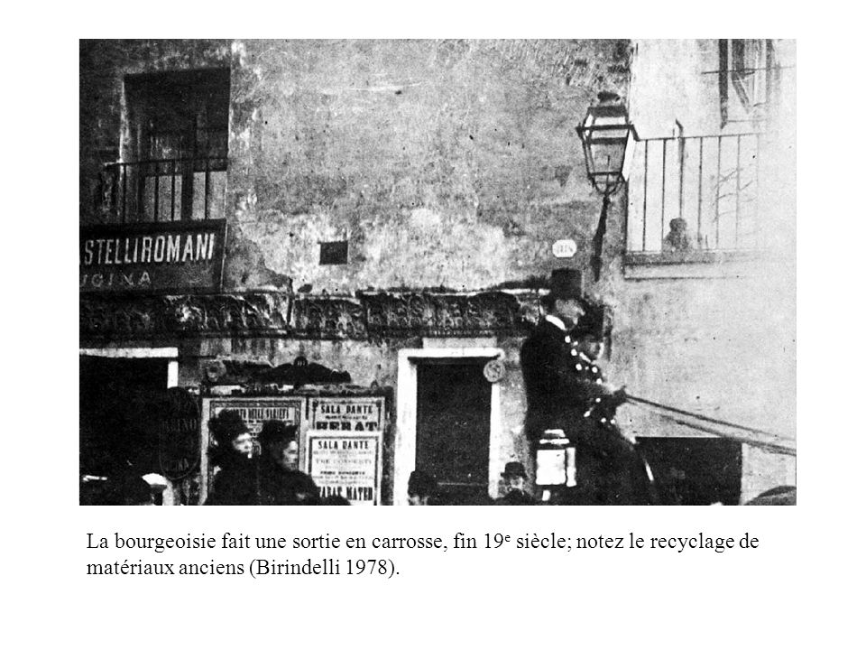 La bourgeoisie fait une sortie en carrosse, fin 19 e siècle; notez le recyclage de matériaux anciens (Birindelli 1978).