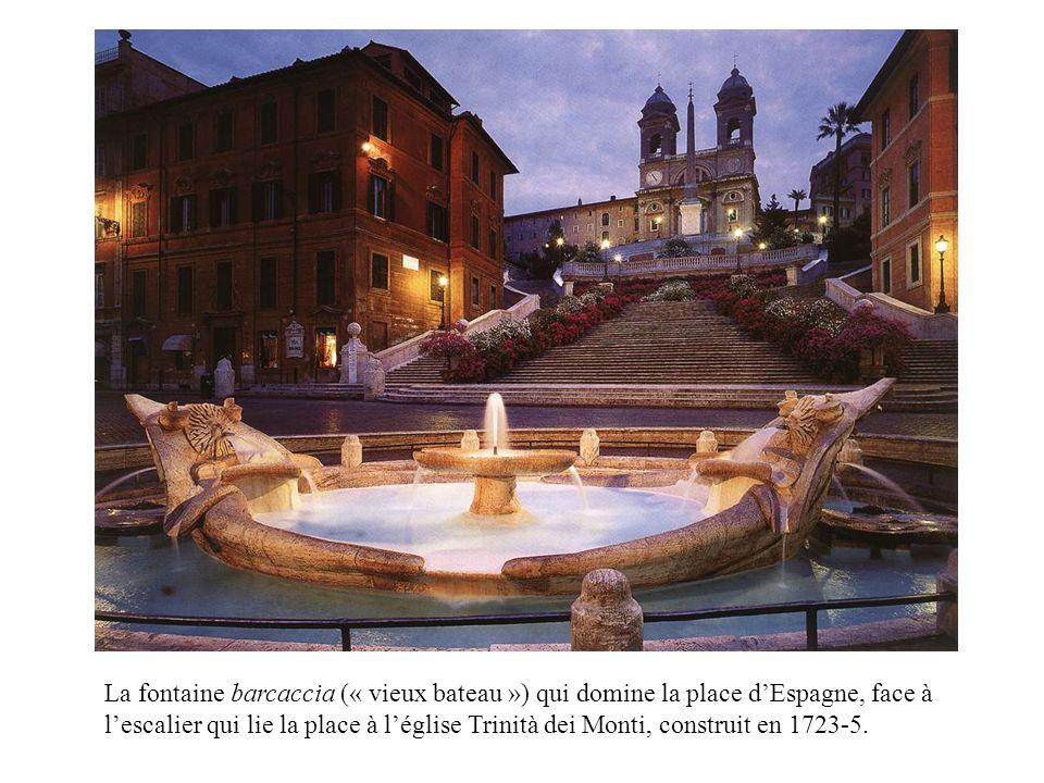 La fontaine barcaccia (« vieux bateau ») qui domine la place dEspagne, face à lescalier qui lie la place à léglise Trinità dei Monti, construit en 1723-5.