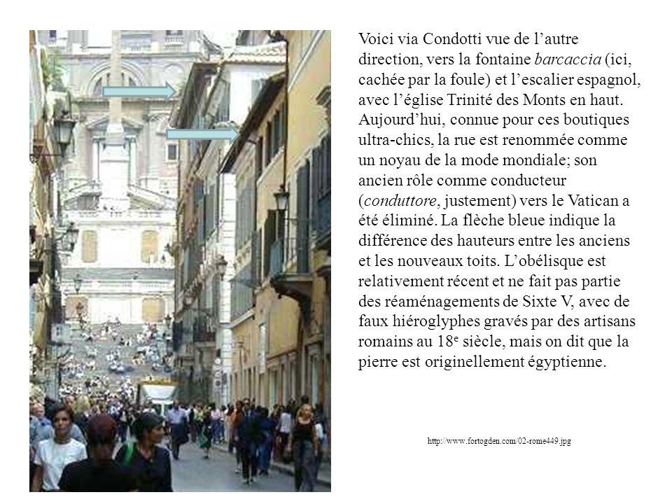 http://www.fortogden.com/02-rome449.jpg Voici via Condotti vue de lautre direction, vers la fontaine barcaccia (ici, cachée par la foule) et lescalier