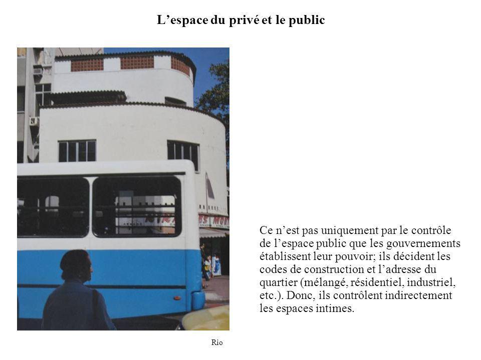 Lespace du privé et le public Ce nest pas uniquement par le contrôle de lespace public que les gouvernements établissent leur pouvoir; ils décident les codes de construction et ladresse du quartier (mélangé, résidentiel, industriel, etc.).