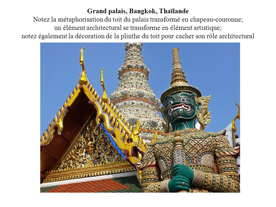 Grand palais, Bangkok, Thaïlande Notez la métaphorisation du toit du palais transformé en chapeau-couronne; un élément architectural se transforme en