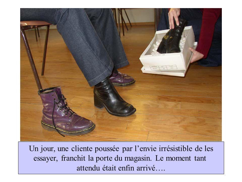 Plus jamais on ne se séparera… Quel bonheur de te revoir Pour les chaussures, les retrouvailles furent un doux moment… Quant à la cliente, elle ne put mettre un pied devant lautre et la chute fut inévitable !!!
