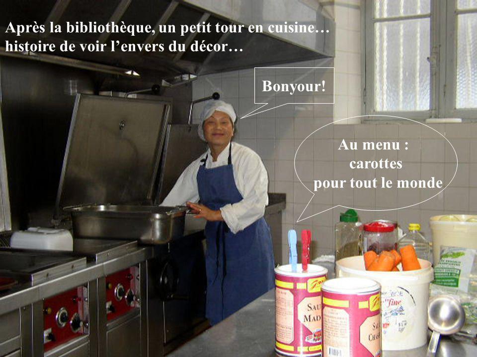 Après la bibliothèque, un petit tour en cuisine… histoire de voir lenvers du décor… Au menu : carottes pour tout le monde Bonyour!