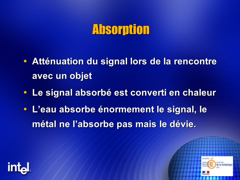Réflexion Le signal est réfléchi par lobjet quil rencontre Le signal est réfléchi par lobjet quil rencontre Le signal perd de sa puissance à chaque réflexion Le signal perd de sa puissance à chaque réflexion Angle dincidence = Angle de réflexion Angle dincidence = Angle de réflexion Le métal réfléchit fortement le signal Le métal réfléchit fortement le signal Leau réfléchit peu le signal Leau réfléchit peu le signal La réflexion crée des chemins différents pour le même signal La réflexion crée des chemins différents pour le même signal