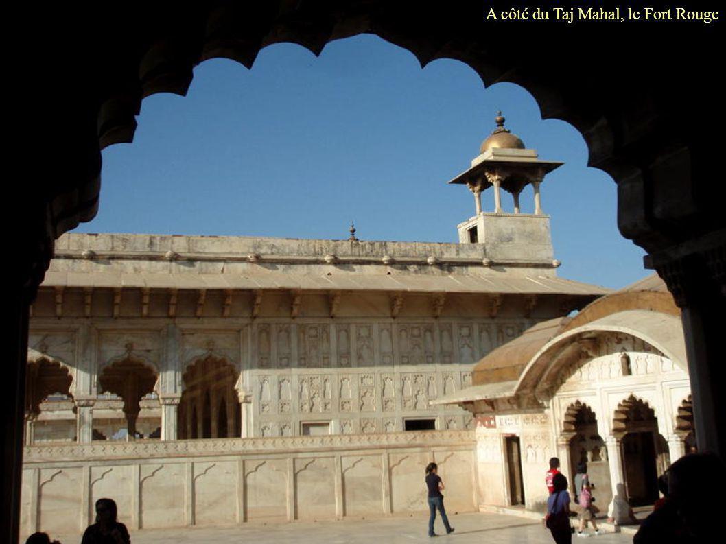 A côté du Taj Mahal, le Fort Rouge