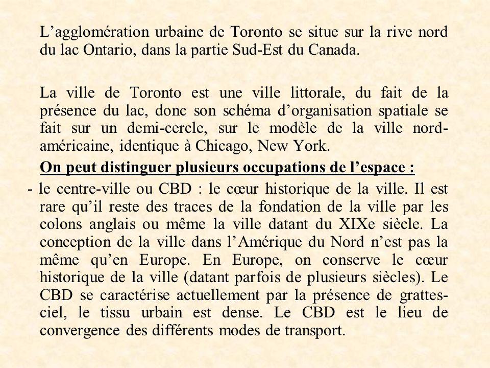 Lagglomération urbaine de Toronto se situe sur la rive nord du lac Ontario, dans la partie Sud-Est du Canada. La ville de Toronto est une ville littor