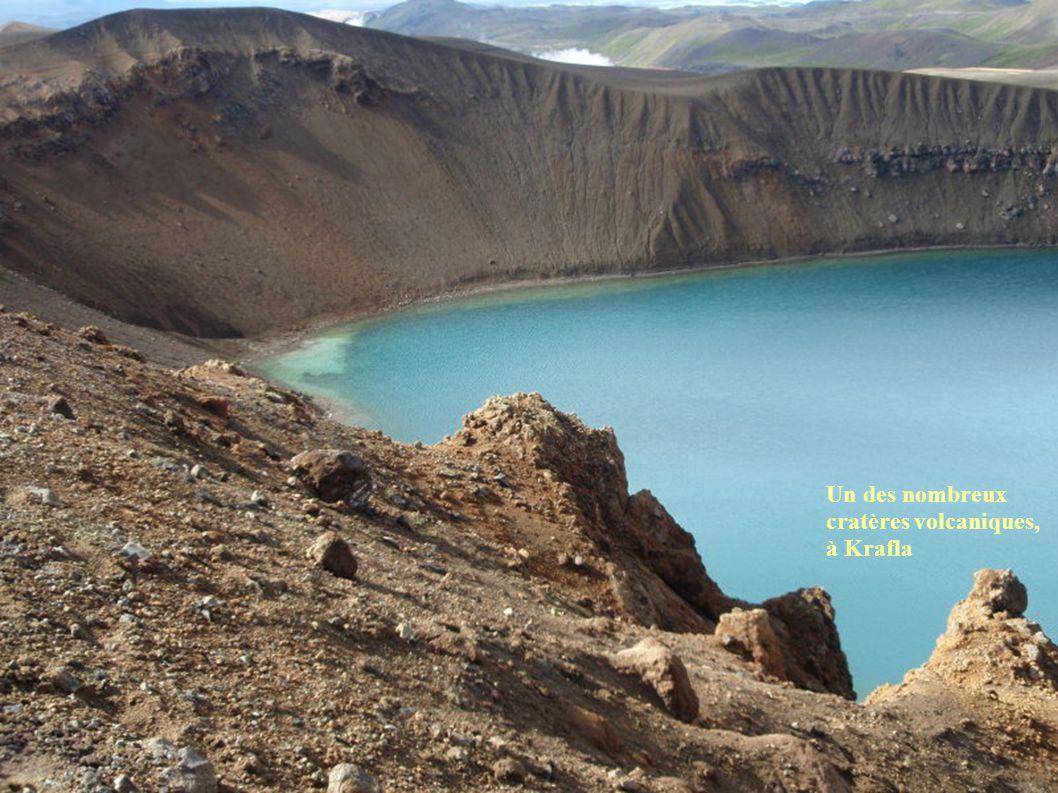 Un des nombreux cratères volcaniques, à Krafla