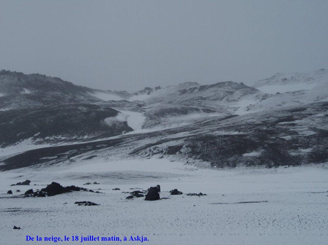 De la neige, le 18 juillet matin, à Askja.