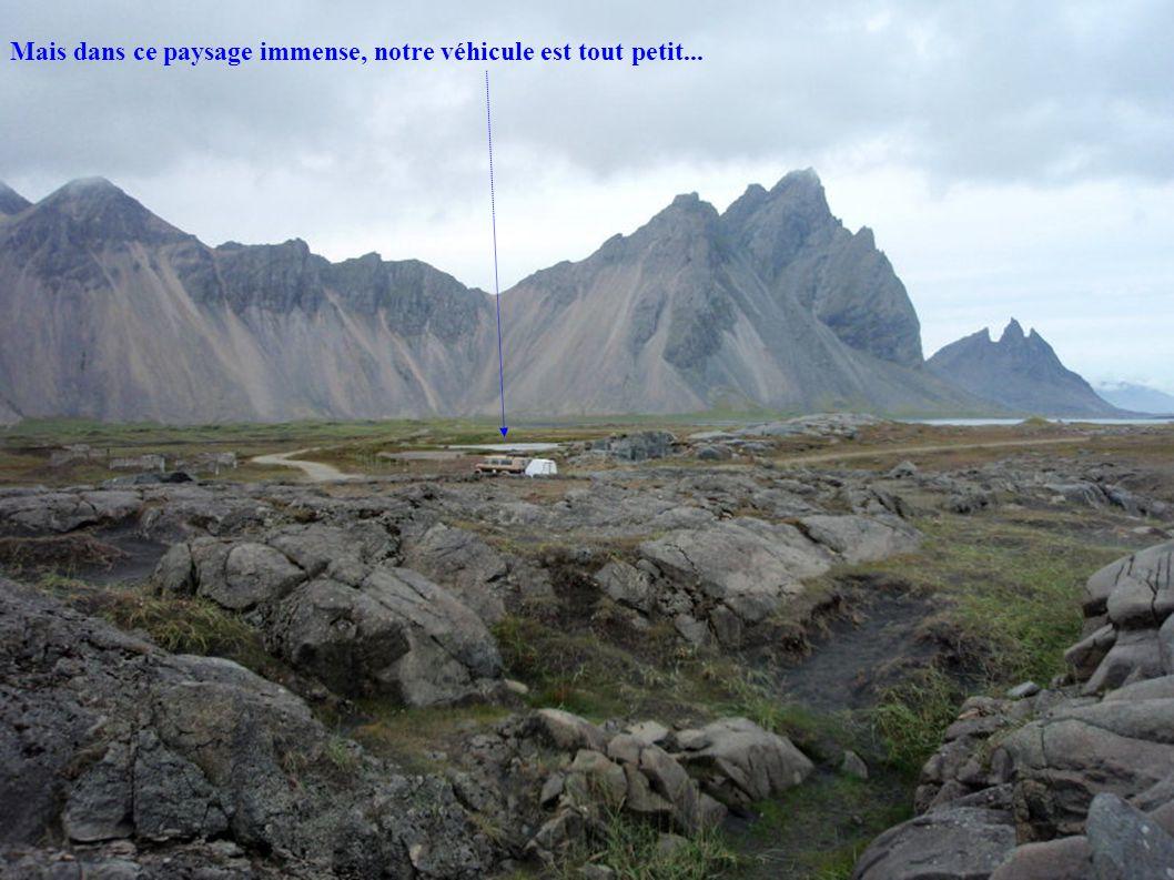 Mais dans ce paysage immense, notre véhicule est tout petit...