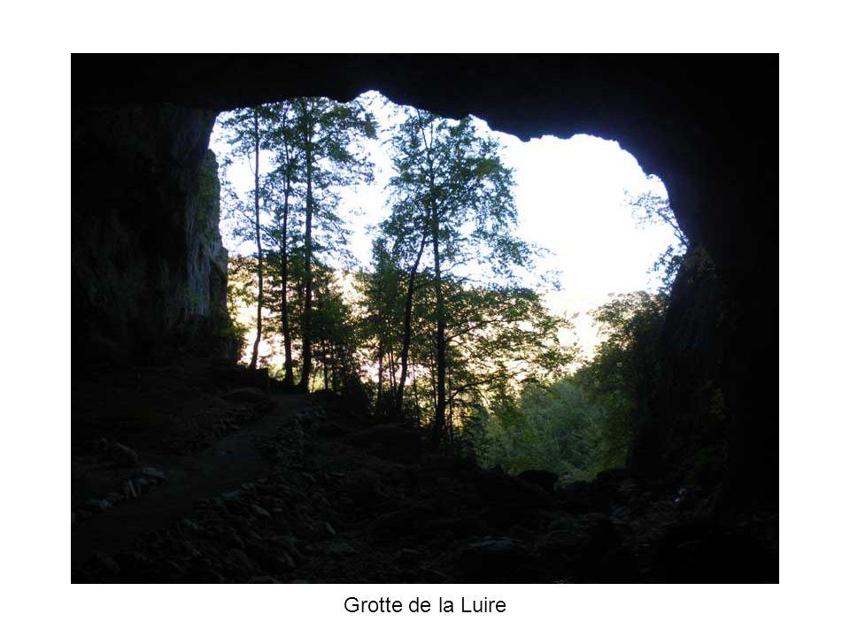 La grotte de la Luire sentiment de malaise…… Pour la petite histoire pendant la seconde guerre mondiale, sous la pression Allemande, les maquisards transférèrent lhopital de Grenoble dans la grotte de la Luire.