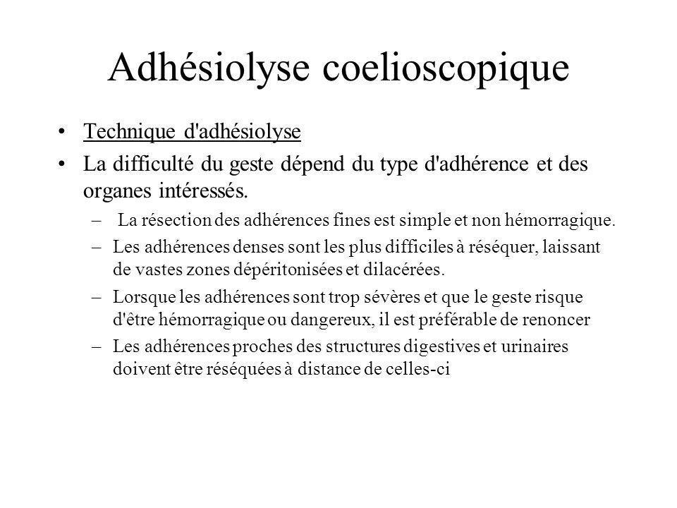 Adhésiolyse coelioscopique Mise en tension de ladhérence par une pince atraumatique, ou écartement des organes concernés, en respectant au maximum le péritoine viscéral des organes adjacents.