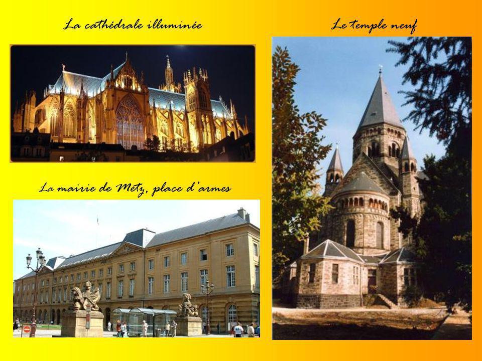 La cathédrale St-EtienneVue du ciel Vue densemble A lintérieur
