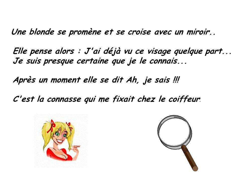 Une blonde se promène et se croise avec un miroir..
