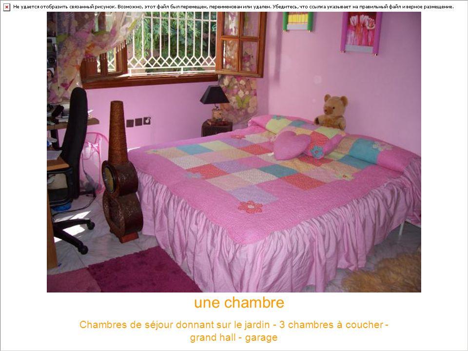 une chambre Chambres de séjour donnant sur le jardin - 3 chambres à coucher - grand hall - garage