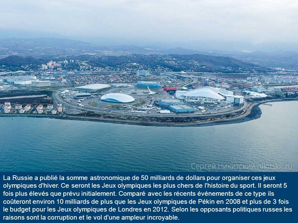 Dans la station balnéaire russe sur la côte de la mer noire de la ville de Sotchi la construction de l énorme complexe sportif touche à sa fin.