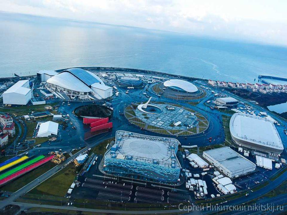 Construites à partir de zéro, les installations sportives à Sotchi sont disposées soigneusement dans un grand cercle autour de la place où se tiendra la cérémonie de remise des médailles pour récompenser les lauréats.