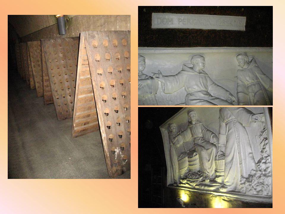 Dom Pérignon était un moine bénédictin (Sainte-Menehould, 1639 - Abbaye Saint-Pierre d Hautvillers, 24 septembre 1715) à qui on attribue couramment la découverte de la champagnisation.Dom Pérignon était un moine bénédictin (Sainte-Menehould, 1639 - Abbaye Saint-Pierre d Hautvillers, 24 septembre 1715) à qui on attribue couramment la découverte de la champagnisation.moine bénédictinSainte-Menehould 1639Abbaye Saint-Pierre d Hautvillers24 septembre 1715champagnisationmoine bénédictinSainte-Menehould 1639Abbaye Saint-Pierre d Hautvillers24 septembre 1715champagnisation Presque exactement contemporain de Louis XIV, il n était ni vigneron ni alchimiste.