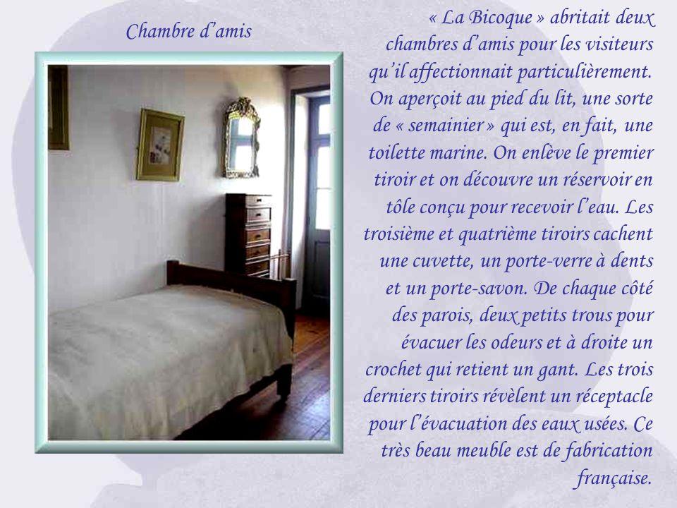 Georges Clemenceau avait dans sa chambre son coin toilette personnel, tout comme il avait ses W.C dans une petite pièce attenante. Nul, aussi bien fem