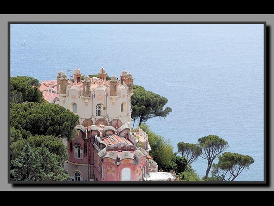 Dès le milieu du XIXe siècle, la côte d'Azur attire le gotha du monde entier qui s'y fait construire d'illustres villas rivalisant d'excentricité. A N