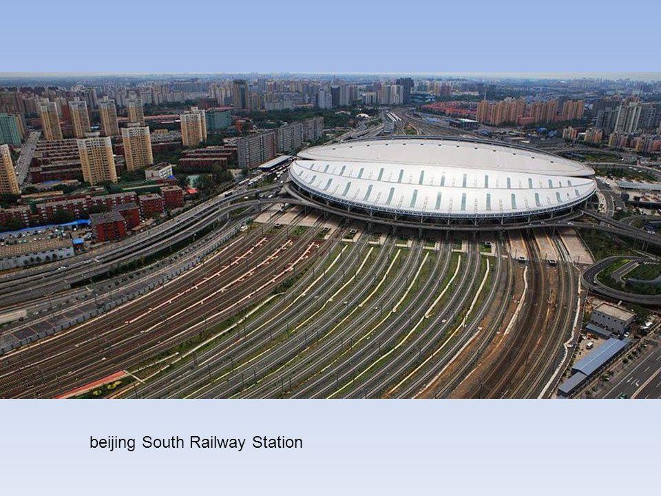 La LGV Pékin - Shanghai est une ligne à grande vitesse (LGV) de 1 318 kilomètres de long reliant Pékin et Shanghai, en Chine. Cette ligne est ouverte