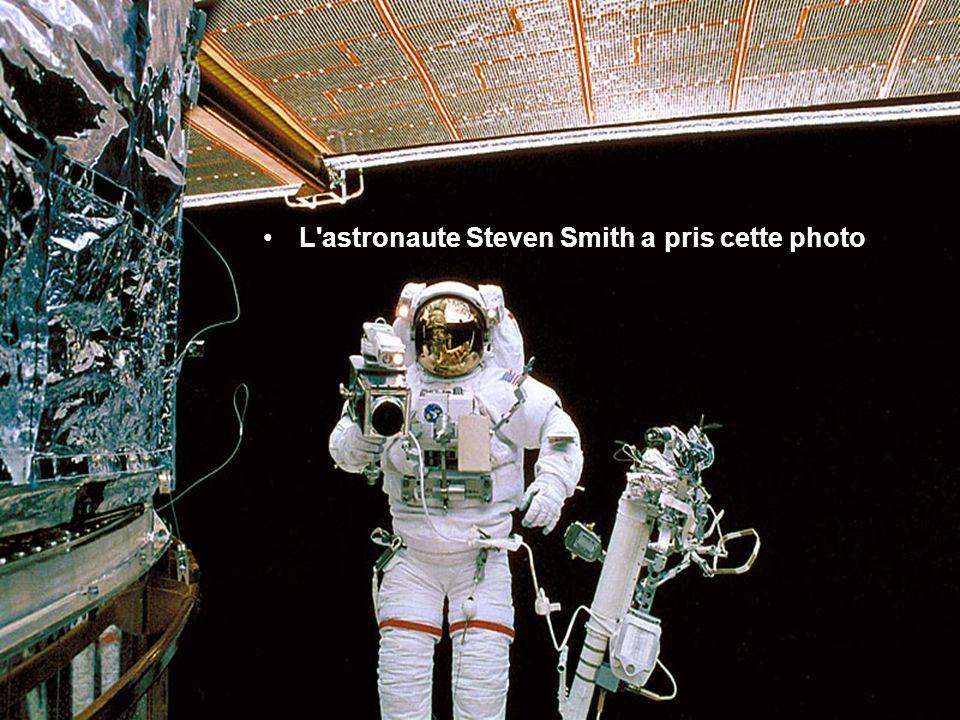 Cette image a été prise peu de temps après la séparation Hubble de la navette spatiale de Colombie en mars 2002,