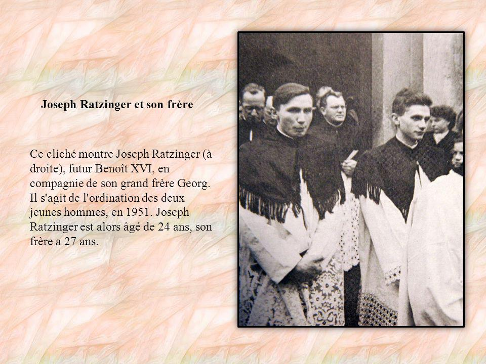 Benoît XVI pendant la guerre Ce cliché a été pris durant la Seconde Guerre mondiale, en 1943.