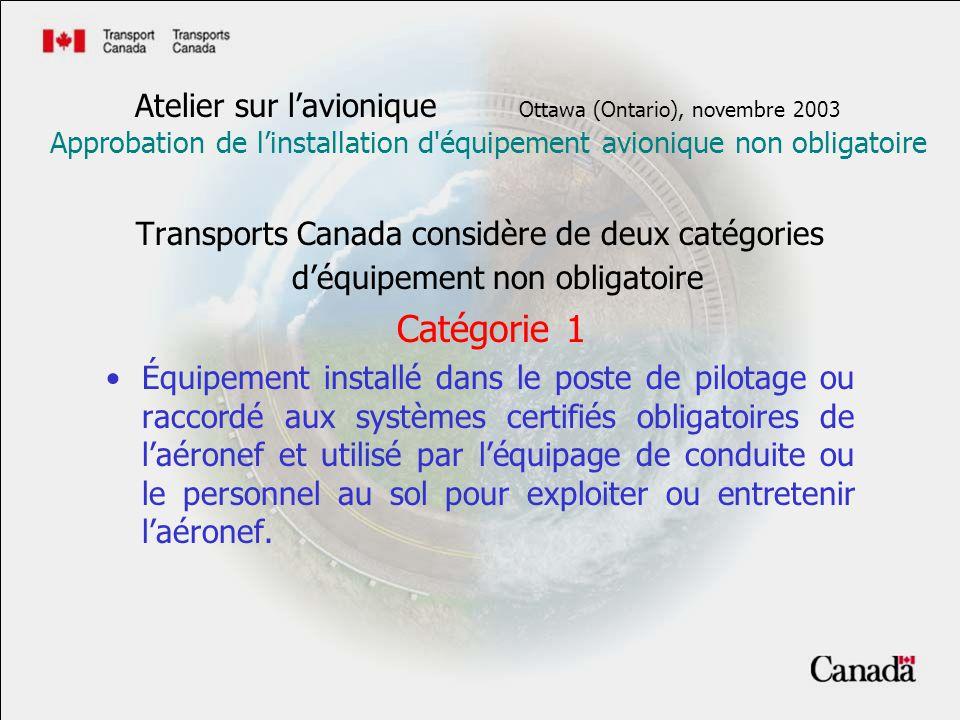 Transports Canada considère de deux catégories déquipement non obligatoire Catégorie 1 Équipement installé dans le poste de pilotage ou raccordé aux systèmes certifiés obligatoires de laéronef et utilisé par léquipage de conduite ou le personnel au sol pour exploiter ou entretenir laéronef.