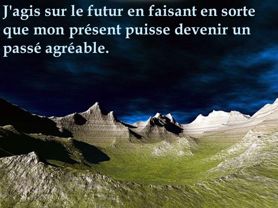 Celui qui a déplacé la montagne, c'est celui qui a commencé par enlever les petites pierres.