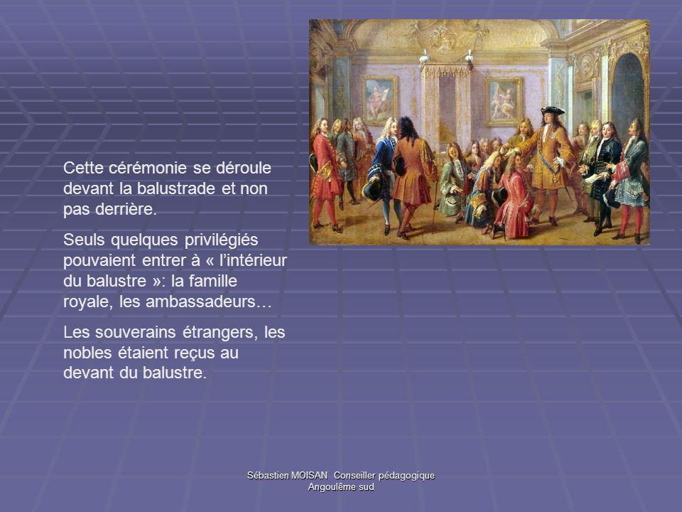 Sébastien MOISAN Conseiller pédagogique Angoulême sud Cette cérémonie se déroule devant la balustrade et non pas derrière. Seuls quelques privilégiés
