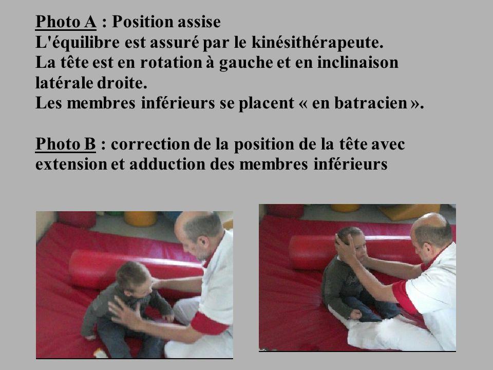 18 Photo A : Position assise L équilibre est assuré par le kinésithérapeute.
