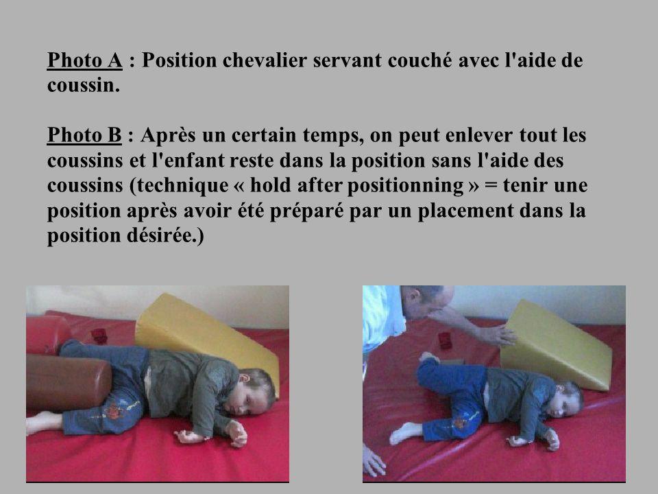 21 Photo A : Position chevalier servant couché avec l aide de coussin.