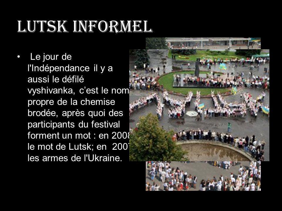 Lutsk informel Le jour de l'Indépendance il y a aussi le défilé vyshivanka, cest le nom propre de la chemise brodée, après quoi des participants du fe