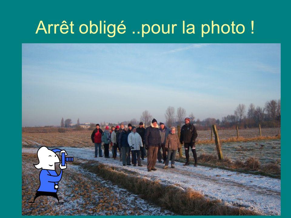 18 courageux dans la campagne enneigée..