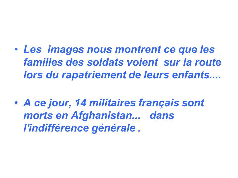 Les images nous montrent ce que les familles des soldats voient sur la route lors du rapatriement de leurs enfants....