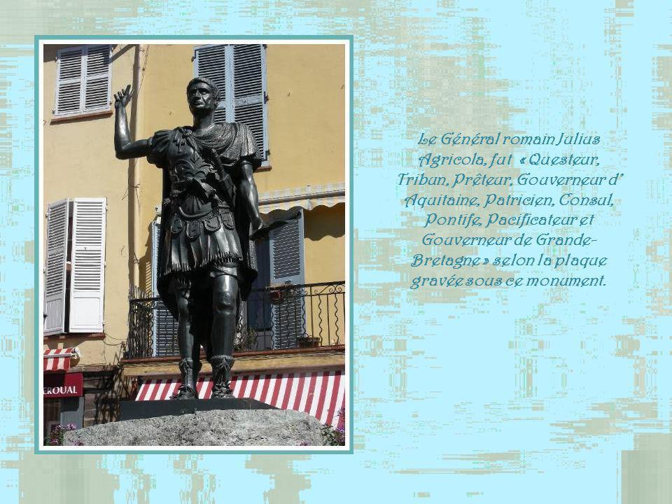Ce fut lAuberge du Chapeau Rouge puis lHôtel Perreymond. En revenant dEgypte le Général Bonaparte y fit halte le 17 Vendémiaire An VIII ( 9 octobre 17