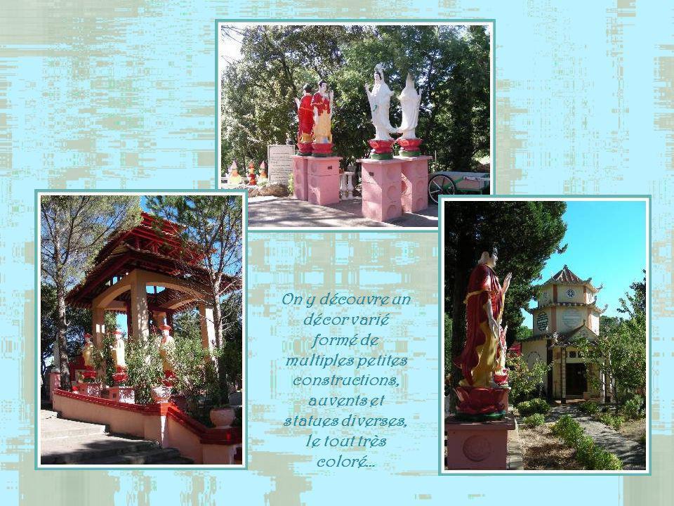 Lentrée de la pagode