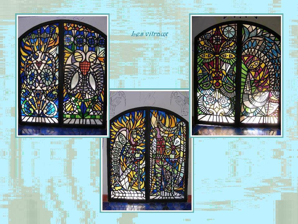 Décoration de la galerie extérieure avec de la mosaïque.