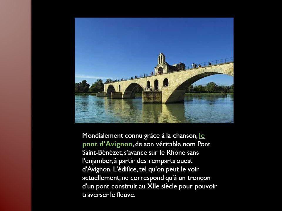 Mondialement connu grâce à la chanson, le pont d Avignon, de son véritable nom Pont Saint-Bénézet, s avance sur le Rhône sans l enjamber, à partir des remparts ouest d Avignon.