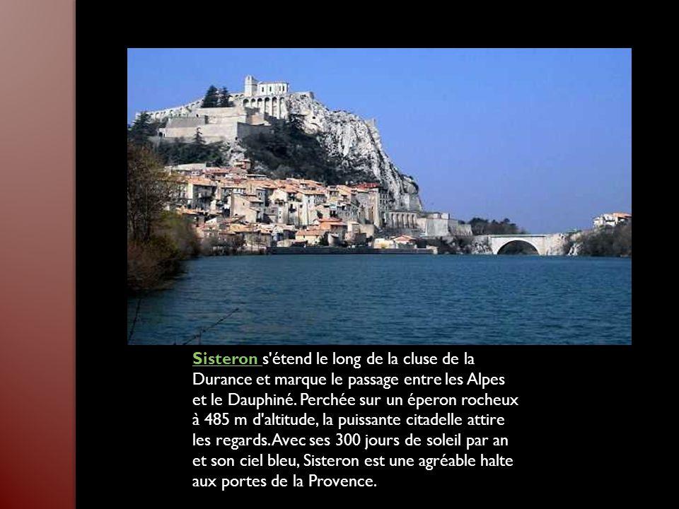 Sisteron Sisteron s étend le long de la cluse de la Durance et marque le passage entre les Alpes et le Dauphiné.