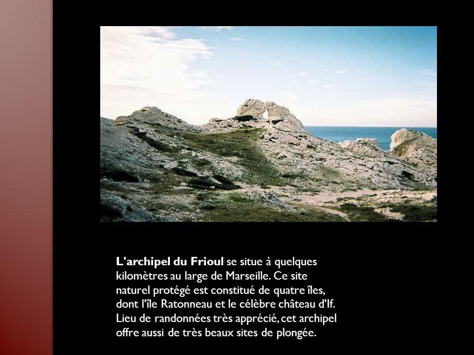 L archipel du Frioul se situe à quelques kilomètres au large de Marseille.