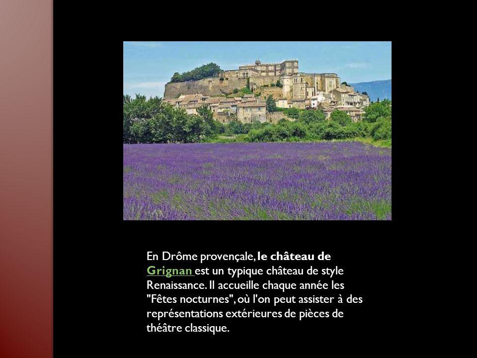 En Drôme provençale, le château de Grignan est un typique château de style Renaissance.