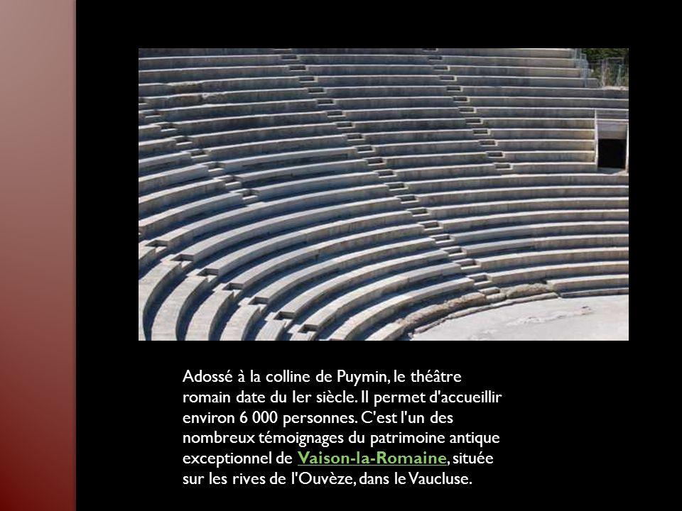 Adossé à la colline de Puymin, le théâtre romain date du Ier siècle.
