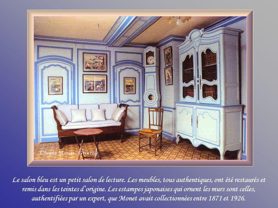 Le salon bleu est un petit salon de lecture.