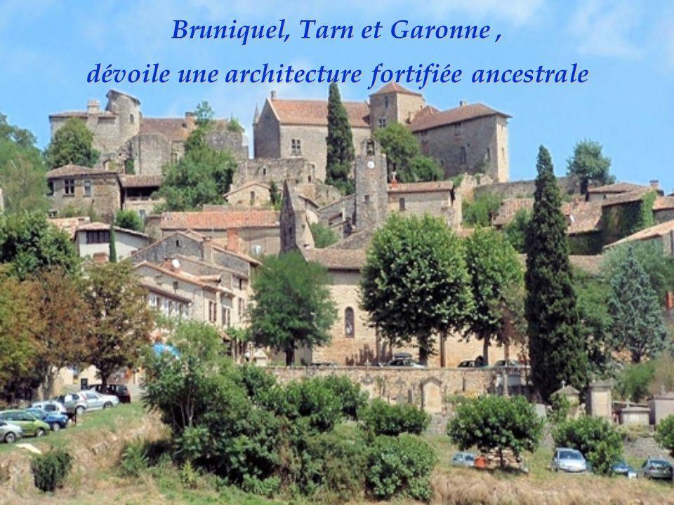 Rochefort-en- Terre, Morbihan est doté de nombreuses maisons en granit du XVIIe siècle.
