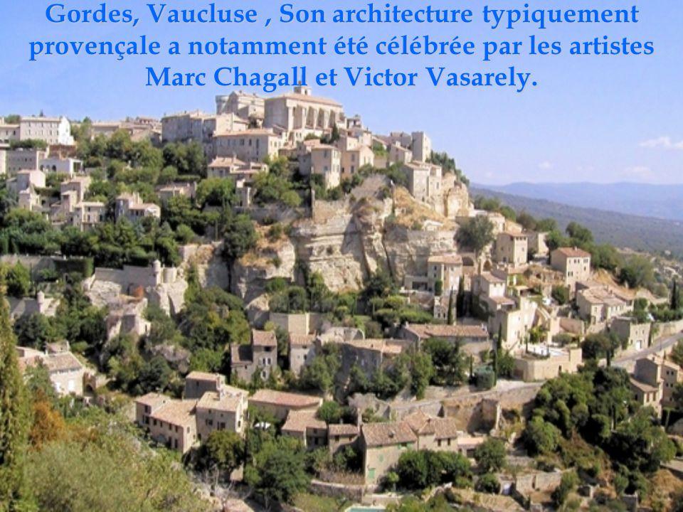 La Roque-Gageac, Dordogne L'ancienne résidence des évêques de Sarlat veille encore sur le village du Périgord Noir..
