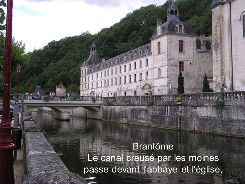 Brantôme Le pont coudé La jonction entre le canal et la Dronne en aval de cette dernière.
