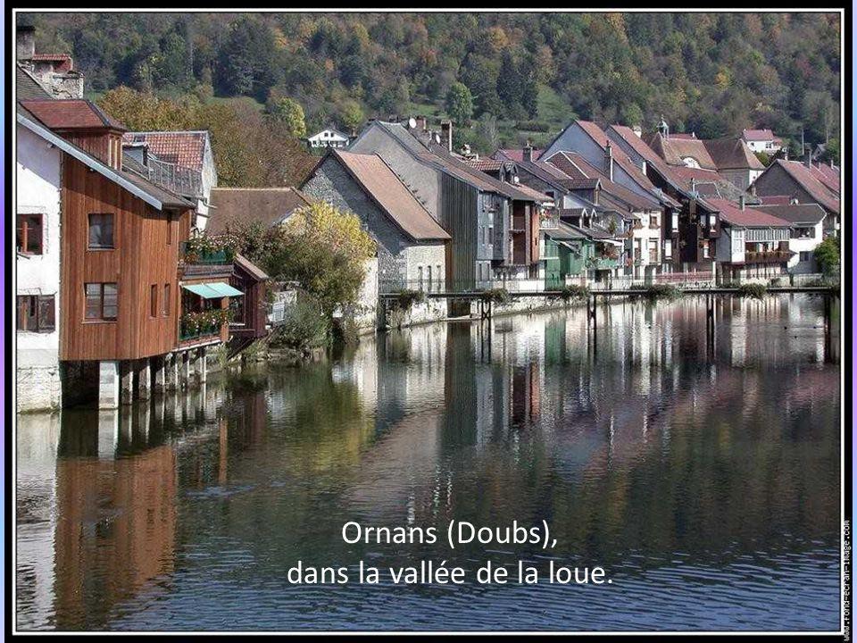 Ornans (Doubs), dans la vallée de la loue.