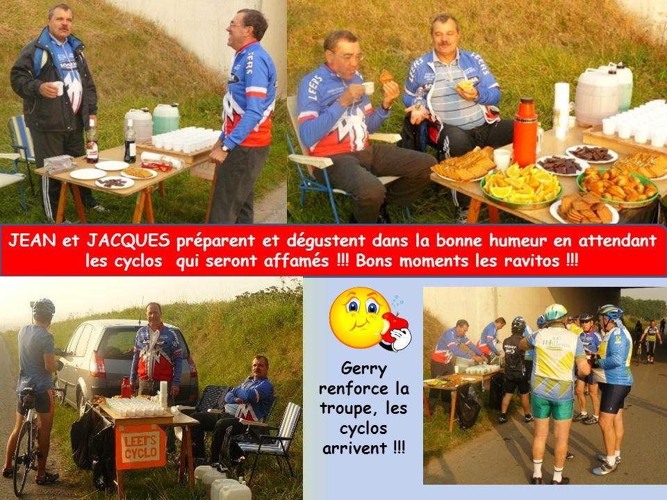 JEAN et JACQUES préparent et dégustent dans la bonne humeur en attendant les cyclos qui seront affamés !!! Bons moments les ravitos !!! Gerry renforce